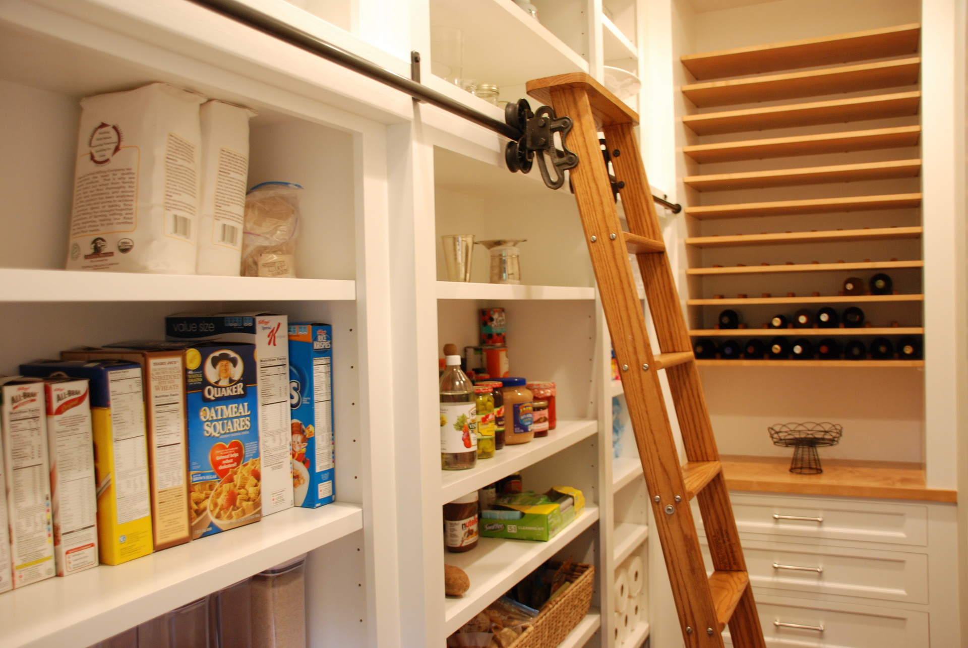 Kitchen Cabinet with Ladder